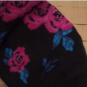 Betsey Johnson Accessories - Betsey Johnson 5 Pair Crew Socks Floral NWT